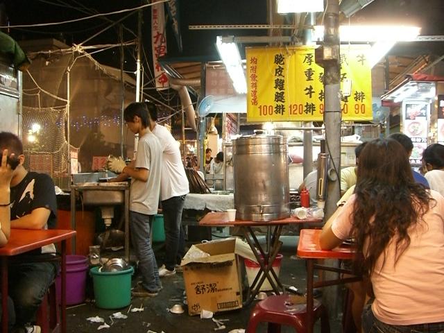 台湾夜市の簡易レストラン