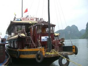 ハロン湾の船