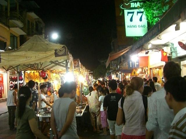 ベトナム夜市通り